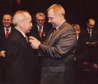 26 marca 2009 - CKiS w Siedlcach, minister Jacek Sasin w imieniu Prezydenta RP Lecha Kaczyńskiego odznacza Stefana Somlę Srebrnym Krzyżem Zasługi